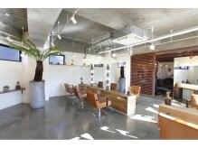 ヘアガーデンリゾートグランツ 淵野辺(Hair Garden Resort Glanz)の雰囲気( 広々とした店内はリゾート感溢れ多くの植物で癒されます♪)