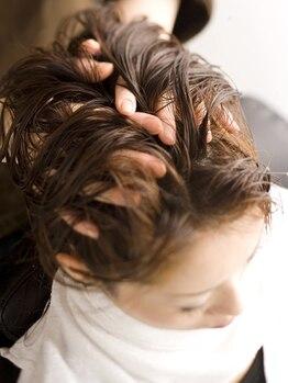 クラメール パリ 小倉井筒屋(Kraemer Paris)の写真/素髪美人の近道は、健康的な頭皮づくりから★健やかな頭皮と美髪を叶えるヘッドSPAで,心までリフレッシュ♪