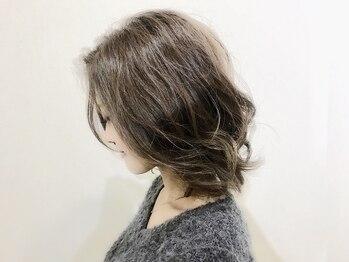 ヘアーメイクグレース 松山インター店(HAIR MAKE GRACE)の写真/デザイン性のあるグレーカラーで貴方の魅力を最大限に引き出す。グレーだと諦めていた色味も叶えられる―*