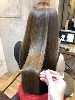 ローラン(ROULAND)の写真/髪が硬くならず柔らかいまま、自然な立ち上がりのあるナチュラルストレートに。クセもキレイに伸びます。