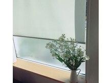 ユヌ バナーヌ(une banane)の雰囲気(季節の花でお迎えします。)