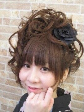ヘアープラス シュシュ(Hair+ Chou Chou)フワッと編み込みサイドアップ