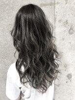 黒髪スタイル×グラマラスカール