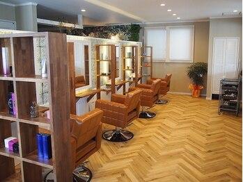 美容室アンバー(amber)の写真/【北上】4席×女性スタイリストのみ☆琥珀色をイメージカラーとした暖かみのある店内で髪も心も癒される…