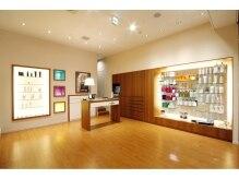 モッズ ヘア 福岡天神西通り店の雰囲気(お客様に合わせたヘアケア商品をご用意しております。)
