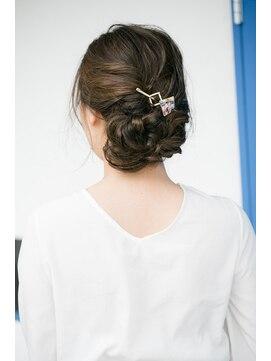 【髪型別】マジェステのおすすめヘアアレンジ方法|落ちる
