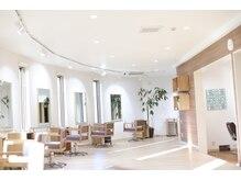 オリーブ(OLIVE)の雰囲気(広くて解放的な西側のお部屋。ヘアカラーが綺麗に見えます。)