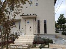 カムカム(CamCam)の雰囲気(真っ白い一軒家サロン。この外観が目印です♪)