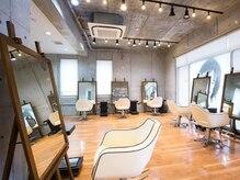 アグ ヘアー ファボリ 守谷駅前店(Agu hair favori)の雰囲気(ゆったり寛げる空間。家にいるようにRelax。)