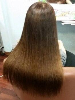 ヘアークローバー(Hair Clover)の写真/トリートメントタイプの縮毛でダメージ部分も艶をキープ♪自然なストレートでノンストレスヘアーに◎