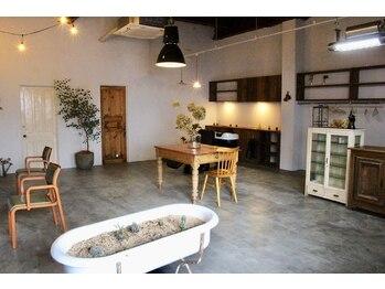 オン(ON)の写真/映画のワンシーンを切り取ったようなオシャレ空間!アンティーク家具に囲まれた店内で贅沢なひと時を…