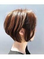 ログヘアアトリエ (log hair atelier)耳かけショートボブ