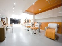 ヘアエステティック ピース 千本店(PEACE)の雰囲気(オレンジ&ホワイトの美容室と言えばピースです!)