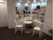 ヘアーサロン ラシェリ(hari salon La cherie)の雰囲気(店内は白ベースで、女性好みの柔らかい雰囲気の空間♪)