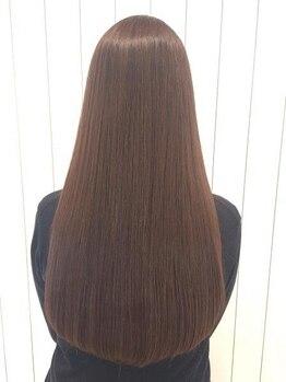 エクファ ヘアエステ アンド スパ(ex-fa hair esthe&spa)の写真/《クセに応じた縮毛矯正に自信あり》髪への負担を最小限に抑え、自然な柔らかさのあるストレートへ