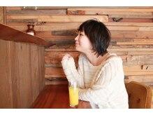 カミユイ(Kamiyui)の雰囲気(店内カウンター♪日々の疲れを忘れて癒されます♪)
