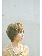 スタジオアール(studio A.L.)キュートで女性らしいアシメ風ゾーンパーマ