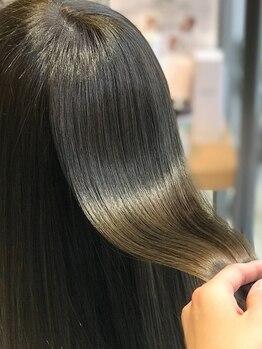 ディプティモイラ(dipty MOILA)の写真/【TVでも話題のミネコラ×キラ水☆】ミネコラTrに相性の良いキラ水を使い、より効果up!!1本1本が潤う髪に