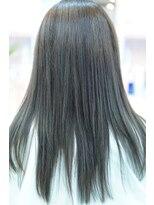 ネス(NESS)セルリアンブルーなストレートヘア