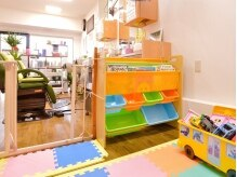 りばあじゅ美容室の雰囲気(レゴブロック、DVDプレイヤー、絵本などがあります♪飲食可♪)