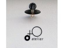 アトリエ オーツー(atelier O+O)の雰囲気(ハサミのマークとO+Oを掛け合わせたお店のロゴが目印です♪)