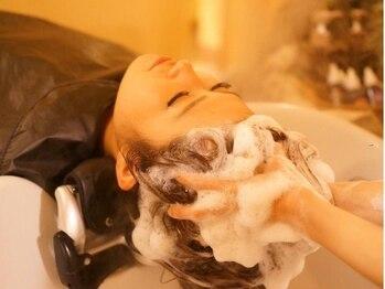 アイム アネックス サラ 南草津店(I'm annex sala)の写真/【疲れ解消ヘッドスパ+カット¥6480~】グイッとツボを押し疲れを解消!髪も心も癒される極上のひとときを…。