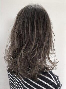 """ダスティ 梓川店(Dasty)の写真/""""透明感×柔らかさ""""が叶うカラーもお任せ!丁寧なカウンセリングで、人とは違う髪色を楽しめちゃう♪"""