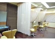 ヘアーメイク ムチャスグラシアス(HAIR MAKE muchas GRACIAS)の雰囲気(個室をイメージし、自分だけの空間がある、エレガントな店内。)