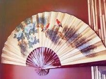 ヘアー サロン 禅 花鳥風月の雰囲気(ダイナミックな扇子があなたをお出迎え!)