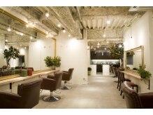 アーツ 町田店(Hair&Make arts)の雰囲気(大きな鏡がarts町田店の一押しポイントです。町田駅すぐ!)