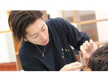 【スタイリング】美容室でセットした髪型を自宅でも再現できるようにスタイリング方法をアドバイス