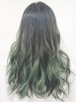 毛先薄いグリーンをいれたアッシュマットグラデーションカラー