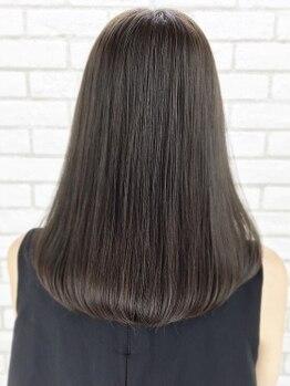 クツロギ(kuturogi)の写真/【王子/22時まで営業】髪のうねりや広がり解消に!扱いやすい極上のうる艶ストレートを叶えます♪
