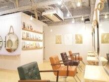 オーブ ヘアー ルージュ 江坂店(AUBE HAIR rouge)の雰囲気(開放感のある明るい店内で、くつろぎの時間をお過ごしください。)