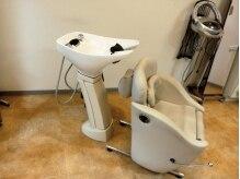 美容室 ぽあんの雰囲気(リラックスできるシャンプー台。クッションサービスも。)