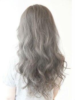 エメールヘア(aimere hair)の写真/髪質に合わせた施術でムラなく綺麗に☆やわらかい質感のふんわりウェーブに仕上がり、女性らしさもプラス♪