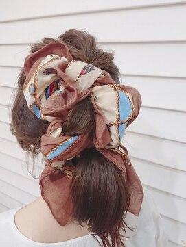 スカーフを使ったヘアアレンジ方法6つ・ぴったりのスカーフ