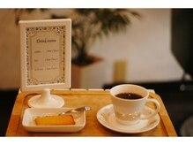 アフェーブル(affable)の雰囲気(待ち時間にはカフェ気分♪でドリンクサービスあります。)