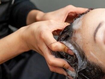 ヘアーメイク グレース 本店(HAIR MAKE GRACE)の写真/髪質・頭皮の状態に合わせて薬剤を調合◇頭皮カウンセリングにより頭皮から美髪に導くスパメニューが豊富♪