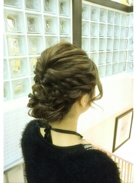 結婚式の髪型(無造作ヘアアレンジ) ルーズ編み込み