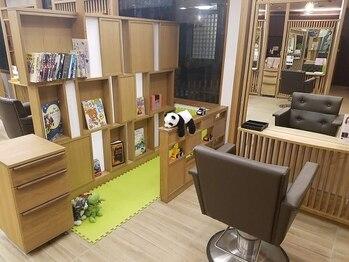 トムヘアーデザイン 香里園店(TOM HAIR DESIGN)の写真/【京阪香里園駅徒歩2分★キッズスペースあり】いつまでも綺麗でいたいママの味方!アナタの癒しサロンに♪