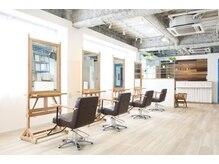 ヘアーサロン クスキ(hair salon KUSUKI)の雰囲気(全面南向きで、日差しが差し込む明るい店内です。)