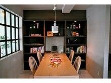 ミツハルチバ(MITSUHARU CHIBA)の雰囲気(カフェのような待合いスペースで何時間でもゆっくりできます♪)
