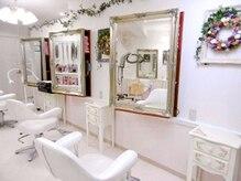 デザインヘアーピアジェ 八木店(DESIGN HAIR PIAGET)の雰囲気(店内は白を基調とした落ち着いた造りです。大人サロンです☆)
