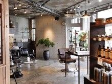 アトリエ ハンチ(atelier HUNCH)の雰囲気(広々とした店内は心地良い音楽が流れています。)