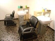 美容室 ピアス 郡山店の雰囲気(枕が付いているシャンプー台なので首が全く疲れません。)
