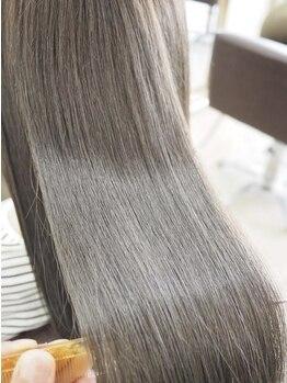 """リリーズ ヘア(Lily's Hair)の写真/【縮毛矯正も""""炭酸泉""""付☆】髪質に合わせた薬剤&丁寧な施術で創られる、手触り抜群の上質ストレートヘア♪"""