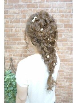 ディズニープリンセスヘアアレンジ(アナと雪の女王エルサの髪型) おっきい編み込み編☆