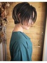 シキオ ヘアデザイン(SHIKIO HAIR DESIGN FUK)目を惹くショートSTYLE