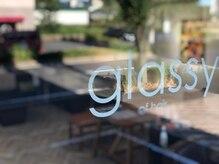 グラッシーオブヘアー(glassy of hair)の雰囲気(大通り沿いにふと現れる木調デザインのプライベートサロン。)
